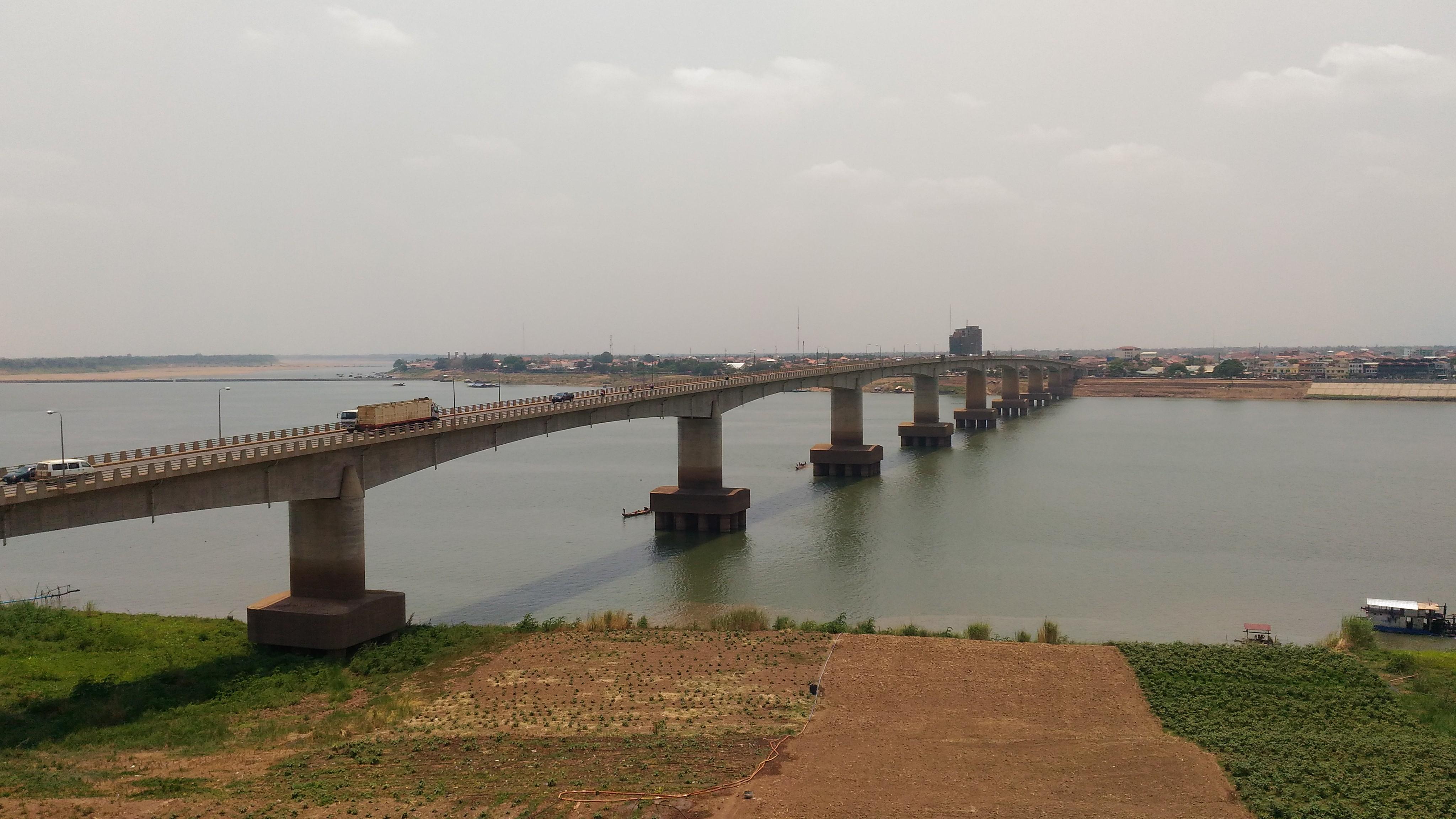 キズナ橋は日本の援助で造られた...